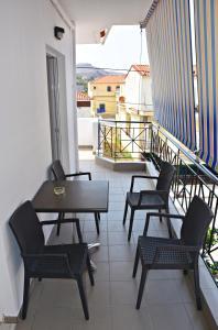 A balcony or terrace at Vicky Studios