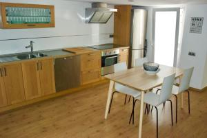 A kitchen or kitchenette at RUZAFA. Nice apartment and Terrace.