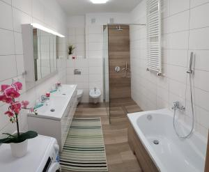 A bathroom at Apartamenty Elbląg