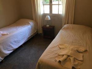 Una cama o camas en una habitación de Cabañas Antares
