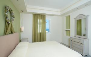 A bed or beds in a room at Erietta Luxury Apartments