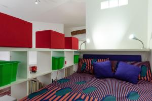 A bed or beds in a room at Shortstays Glamour Darsena