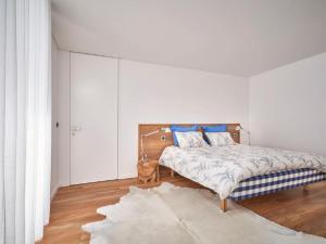 A bed or beds in a room at Castelo Novo Villa Sleeps 8 Pool Air Con WiFi