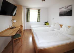 A bed or beds in a room at Landhaus Lindorfer