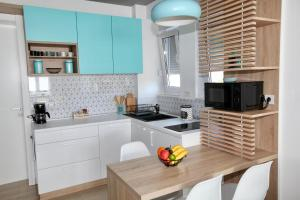 A kitchen or kitchenette at Apartment Cubo Maksimir 1