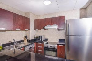 A kitchen or kitchenette at Al Ashrafia Holiday Homes Sport City Dubai