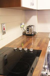A kitchen or kitchenette at Nice Castleforbes Square Excellent Location in Dublin
