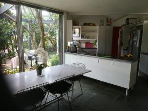 A kitchen or kitchenette at Treehaven