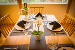 A restaurant or other place to eat at Morino Chalets