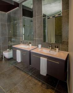 A bathroom at De Haas Living @ Die Laan 2