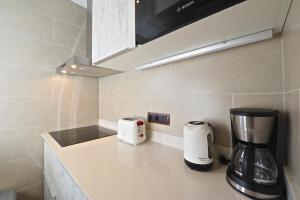A kitchen or kitchenette at Sagrada Familia Apartment
