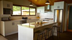 Kuchyň nebo kuchyňský kout v ubytování Pukaki Lakeside Getaway House