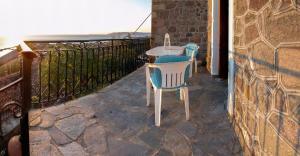 HOUSE CHRISSA tesisinde bir balkon veya teras