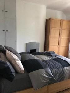 A bed or beds in a room at High Rid House