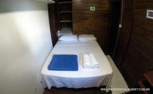 A bed or beds in a room at Residencial Sunset