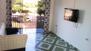 A television and/or entertainment center at Apartamento da Dona Rô