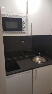 A kitchen or kitchenette at Apartamentos Centro Colón
