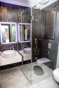 A bathroom at B Hotel Center
