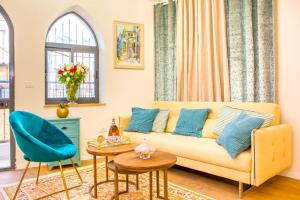 Ein Sitzbereich in der Unterkunft JI apartments (Jonathan Hotel chain)