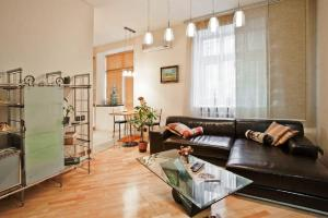 A seating area at StudioMinsk 5 Apartments