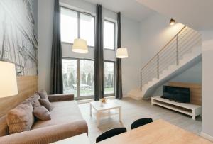 Svetainės erdvė apgyvendinimo įstaigoje Apartamenty Apartinfo Waterlane