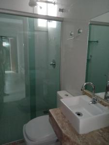 Een badkamer bij Apartamentos Juliel