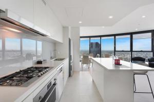 Küche/Küchenzeile in der Unterkunft Arise Brisbane Skytower
