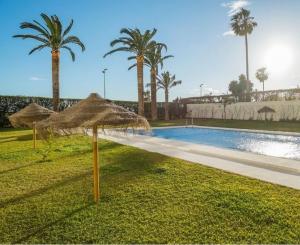 The swimming pool at or close to Apartamento Torresol Nerja