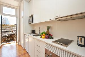 Kuchnia lub aneks kuchenny w obiekcie Portugal Ways Conde Barão Apartments