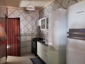 A kitchen or kitchenette at Casa para temporada em bonito