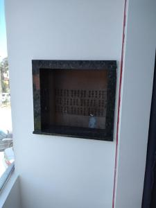 Una televisión o centro de entretenimiento en Apartamento 2 Quartos VG