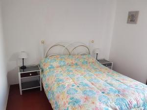 Una cama o camas en una habitación de Chalet Villa Gesell, Centro