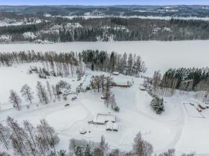 Holiday Home Aamuntorkku during the winter