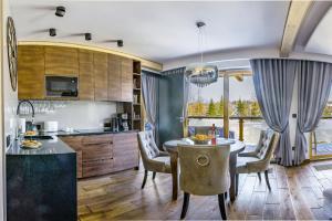 Kuchnia lub aneks kuchenny w obiekcie Apartament Weekend - pod Skocznią