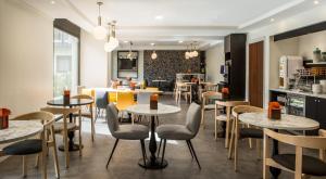 シタディーン ラ デファンス パリにあるレストランまたは飲食店