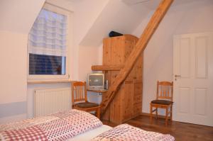 Een bed of bedden in een kamer bij Ferienweingut Gansen