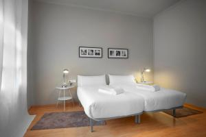 A bed or beds in a room at Exclusive Centric Apartments II