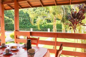 Un restaurante o sitio para comer en Casa H. Neves - Praia da Lagoinha