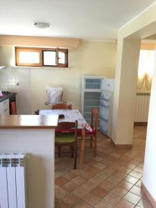 A kitchen or kitchenette at Coppito nel Parco Appartamenti