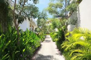 A garden outside The Miracle Villa Nusa Dua