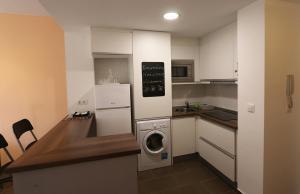 Una cocina o zona de cocina en Aguilas Residencial El Cedro BIF2