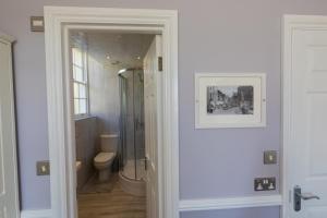 A bathroom at Barker Luxury Apartment, breathtaking sea views.
