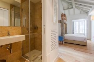 A bathroom at Casas da Baixa - Jules & Madeleine