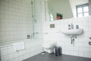 A bathroom at Berlin Base Apartments - KREUZBERG