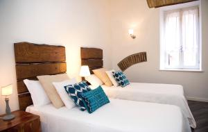 A bed or beds in a room at Apartments Cedro 21