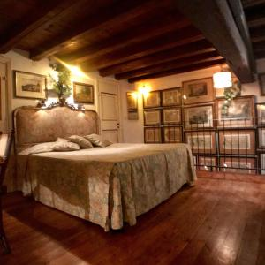 A bed or beds in a room at Unforgettable Trastevere