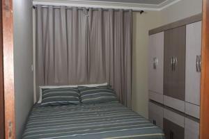 A bed or beds in a room at Excelente Casa Temporada em Aracaju