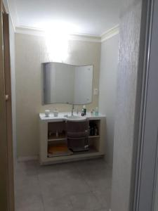 A bathroom at Excelente Casa Temporada em Aracaju
