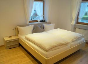 Ein Bett oder Betten in einem Zimmer der Unterkunft Gästehaus Greiter