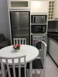 Una cocina o zona de cocina en Residencial Galeão